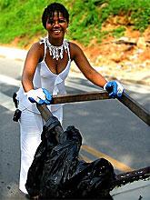 Gel é catadora de papelão e sucata nas ruas do bairro do Eldorado
